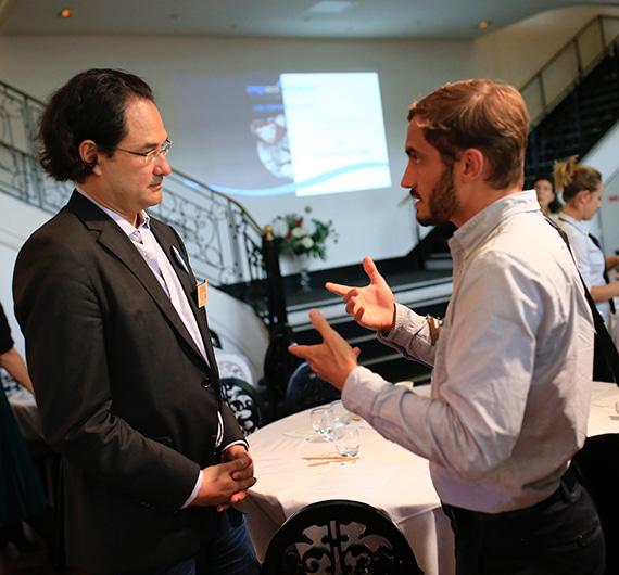 Deux acteurs de l'économie sociale et solidaire discutent lors de l'Impact Makers Lunch Paris 2019